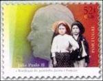 Op de postzegel zijn de twee kinderen en de Paus afgebeeld.