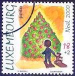Op de kerstzegel van Luxemburg van 2000 staat een versierde kerstboom afgebeeld. De postzegel werd in vellen van 12 stuks gedrukt door Hélio Courvoisier.